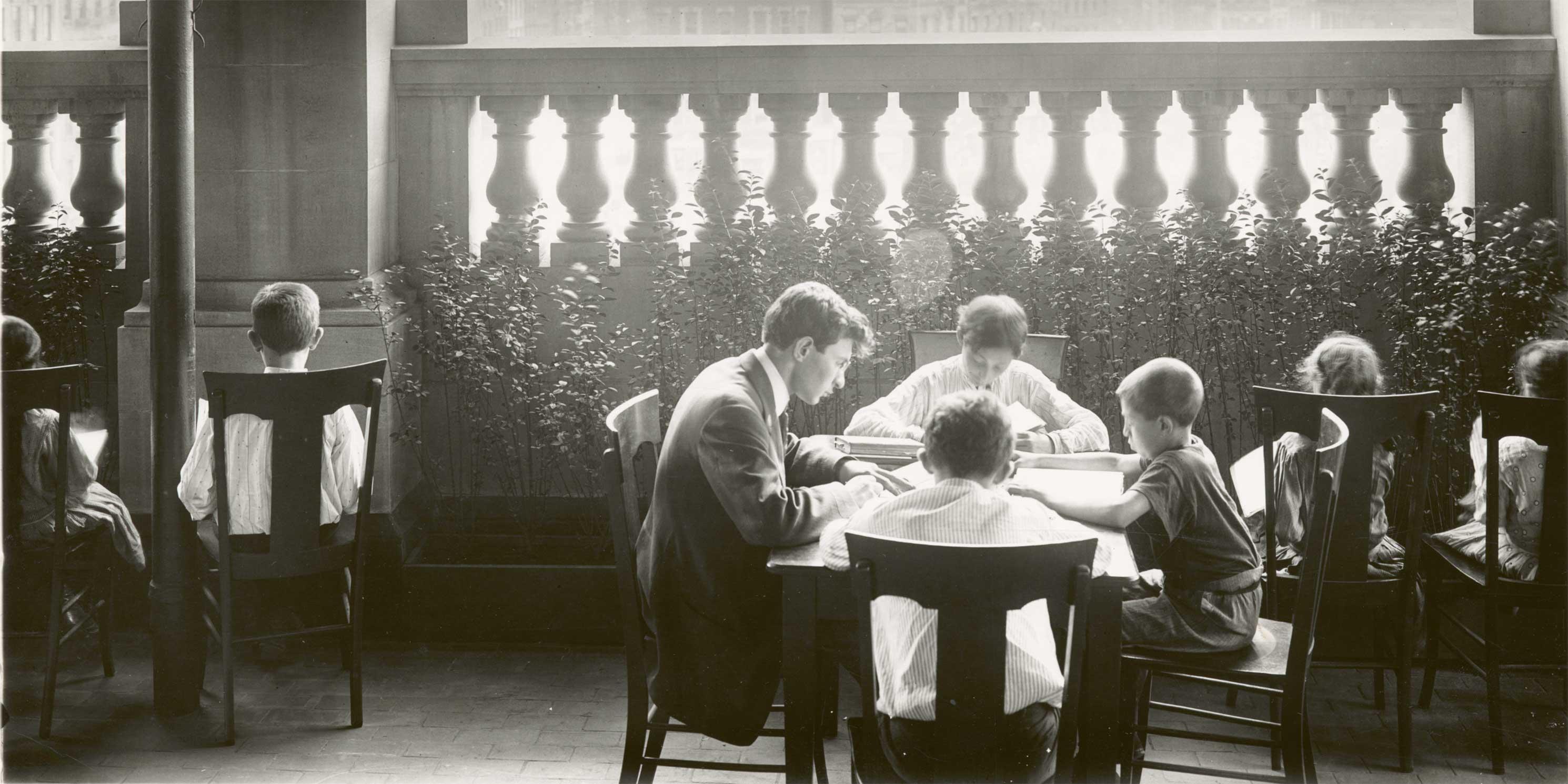 The New York Public Library's Seward Park Roof Reading Room in 1910. Photo: The New York Public Library.