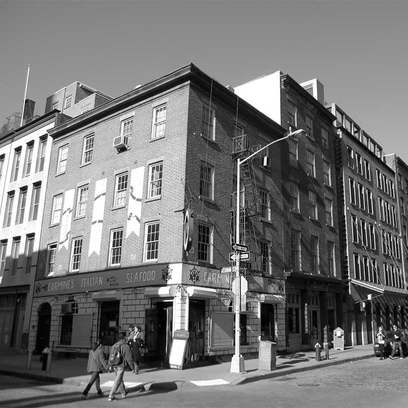 Corner of Front Street and Beekman Street at South Street Seaport. Photo: Wikimedia Commons, Gryffindor.