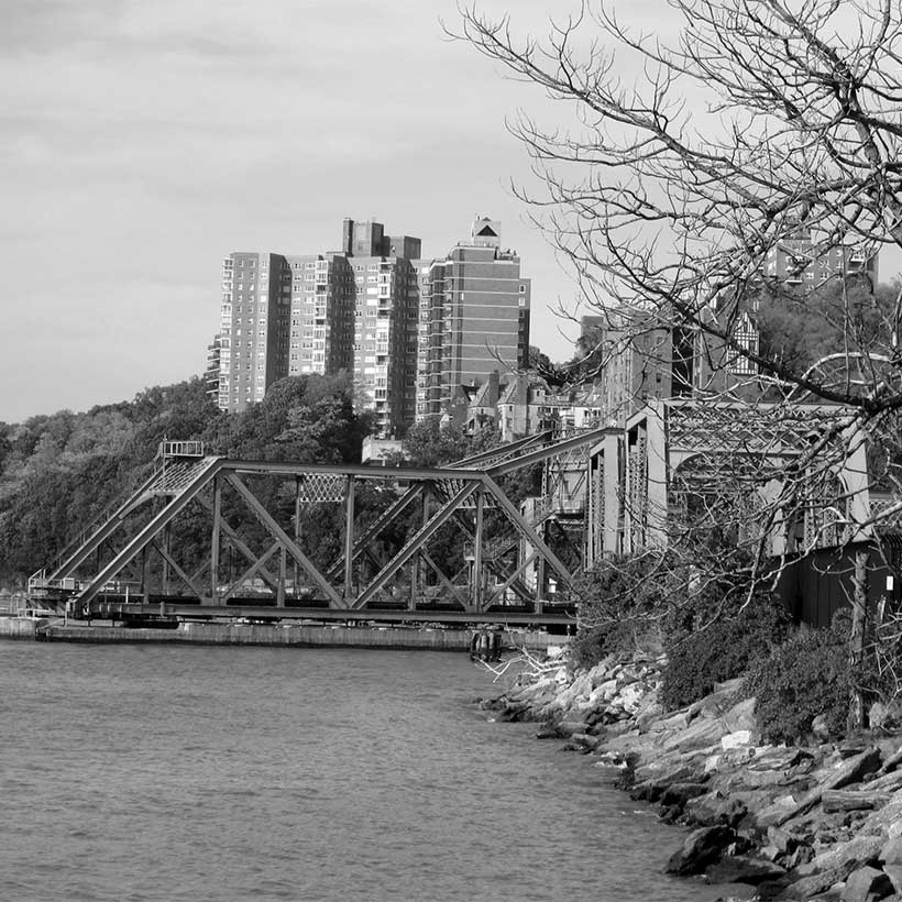The Spuyten Duyvil Bridge as seen from Inwood Hill Park. Photo: Wikimedia Commons, Beyond My Ken.