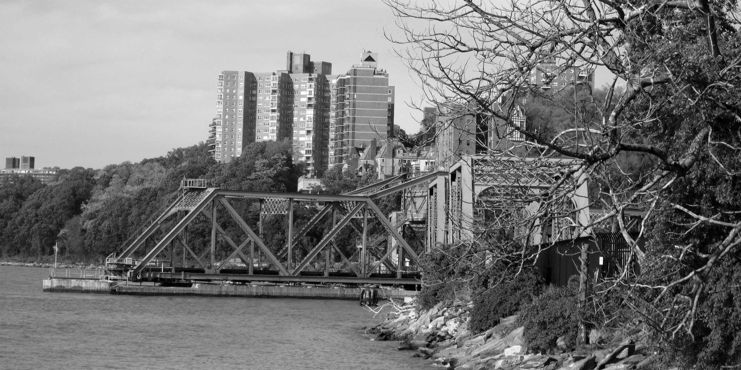 The Spuyten Duyvil Bridge as seen from Inwood Hill Park. Photo: Wikimedia Commons, Beyond My Ken