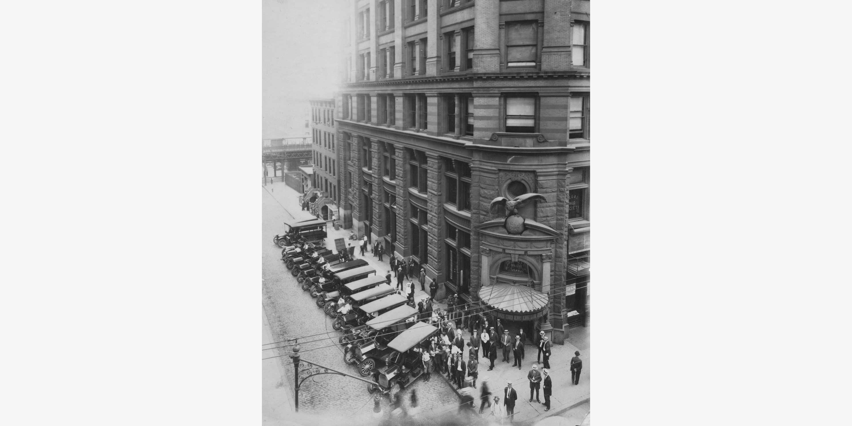 The Brooklyn Daily Eagle building in downtown Brooklyn in the 1920s. Photo: The Brooklyn Public Library.