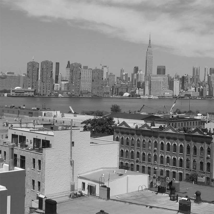 The Greenpoint neighborhood in Brooklyn with Manhattan in the background. Photo: Wikimedia Commons, Kgwo1972.