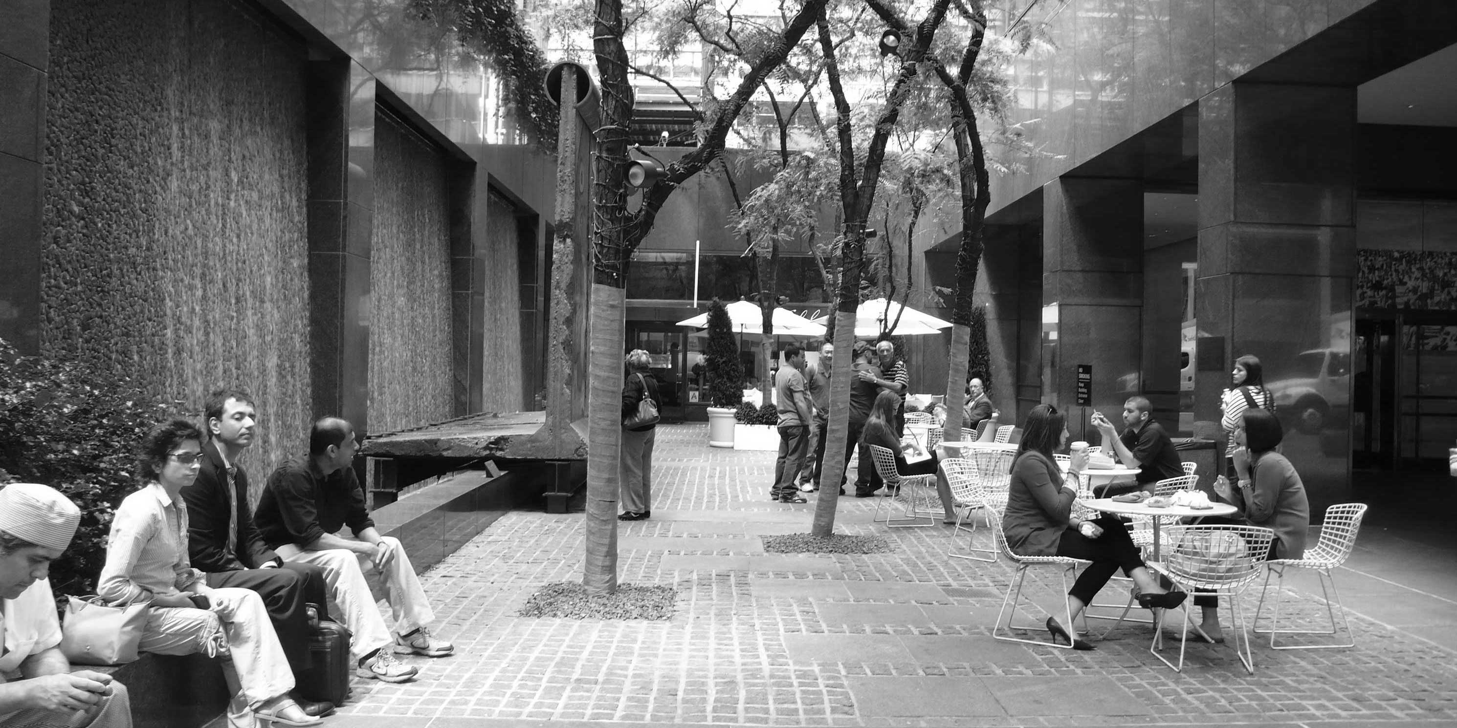 the outdoor public space at 520 Madison Avenue