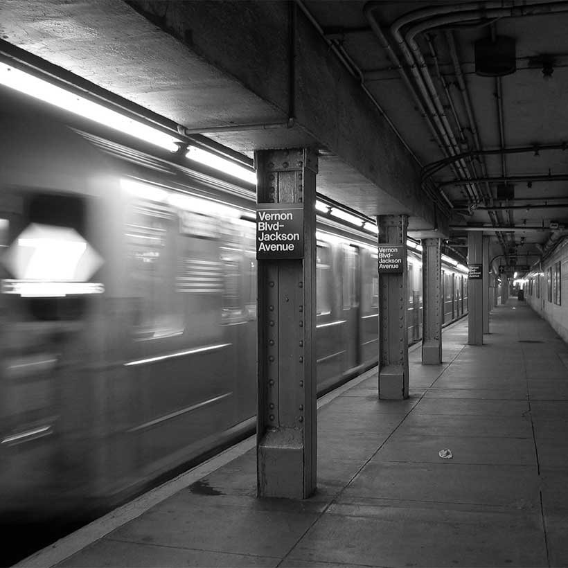The 7 train entering Vernon Boulevard/Jackson Avenue station. Photo: Wikimedia Commons, Daniel Schwen.