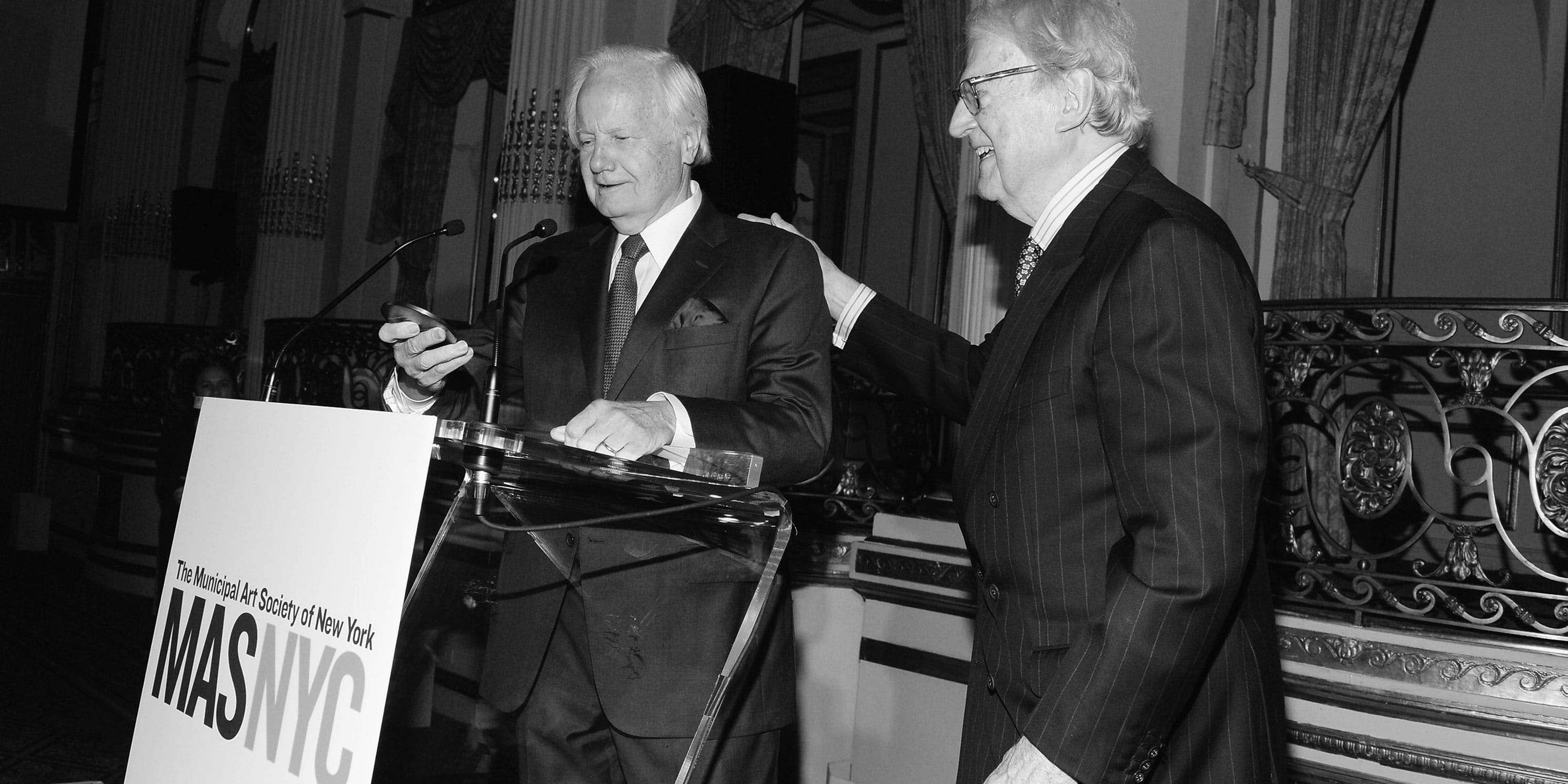 Ambassador vanden Heuvel receives medal from Bill Moyers at the 2016 Gala