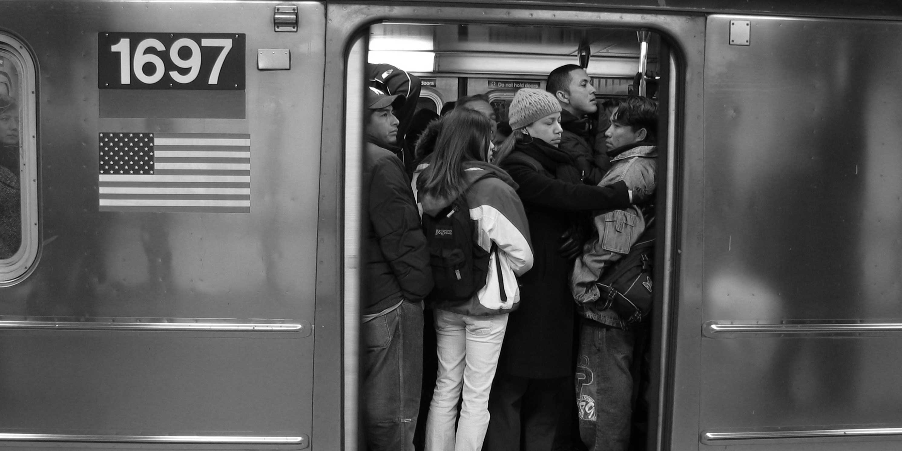 Crowded subway car on Queens-bound 7 train. Photo: Wikimedia Commons, Daniel Schwen.