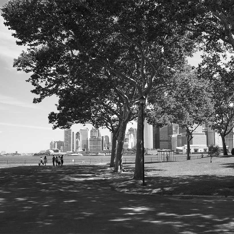 Governor's Island with skyline of Manhattan in the background. Photo: Wikimedia Commons, Felix Behnke.