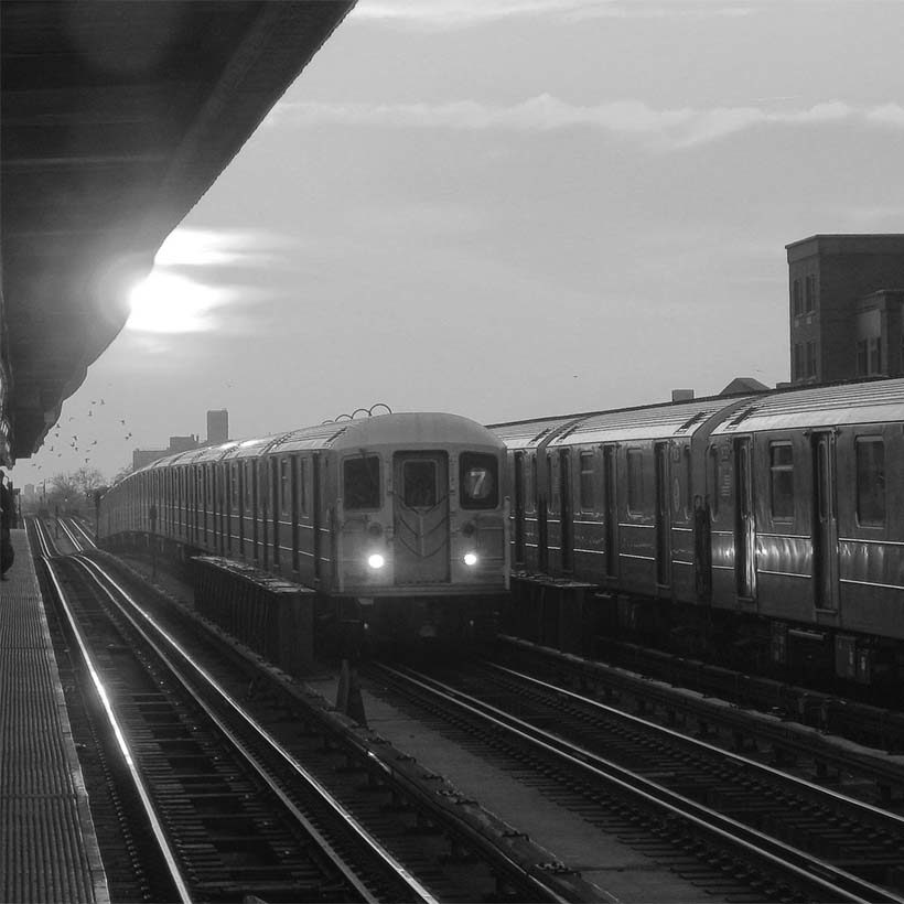 7 subway train in Sunnyside, Queens at sunrise