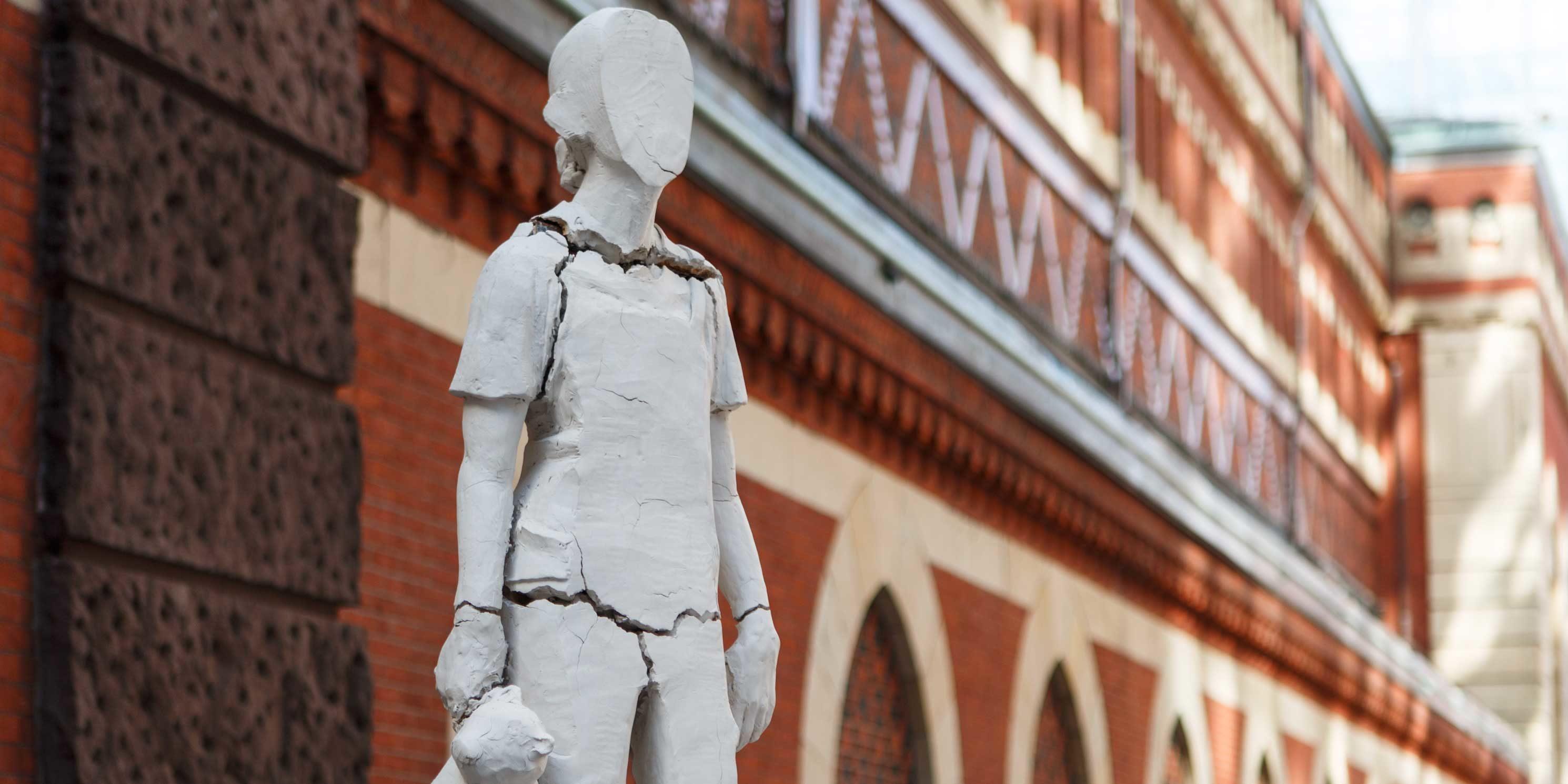 Tania Bruguera, Monument for New Immigrants statue