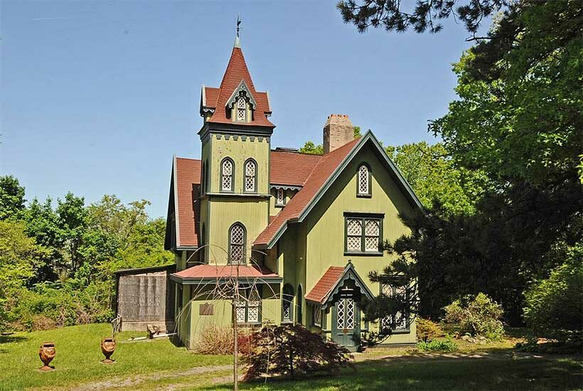 exterior of 22 Pendleton Place, a large wooden house in Staten Island, New York