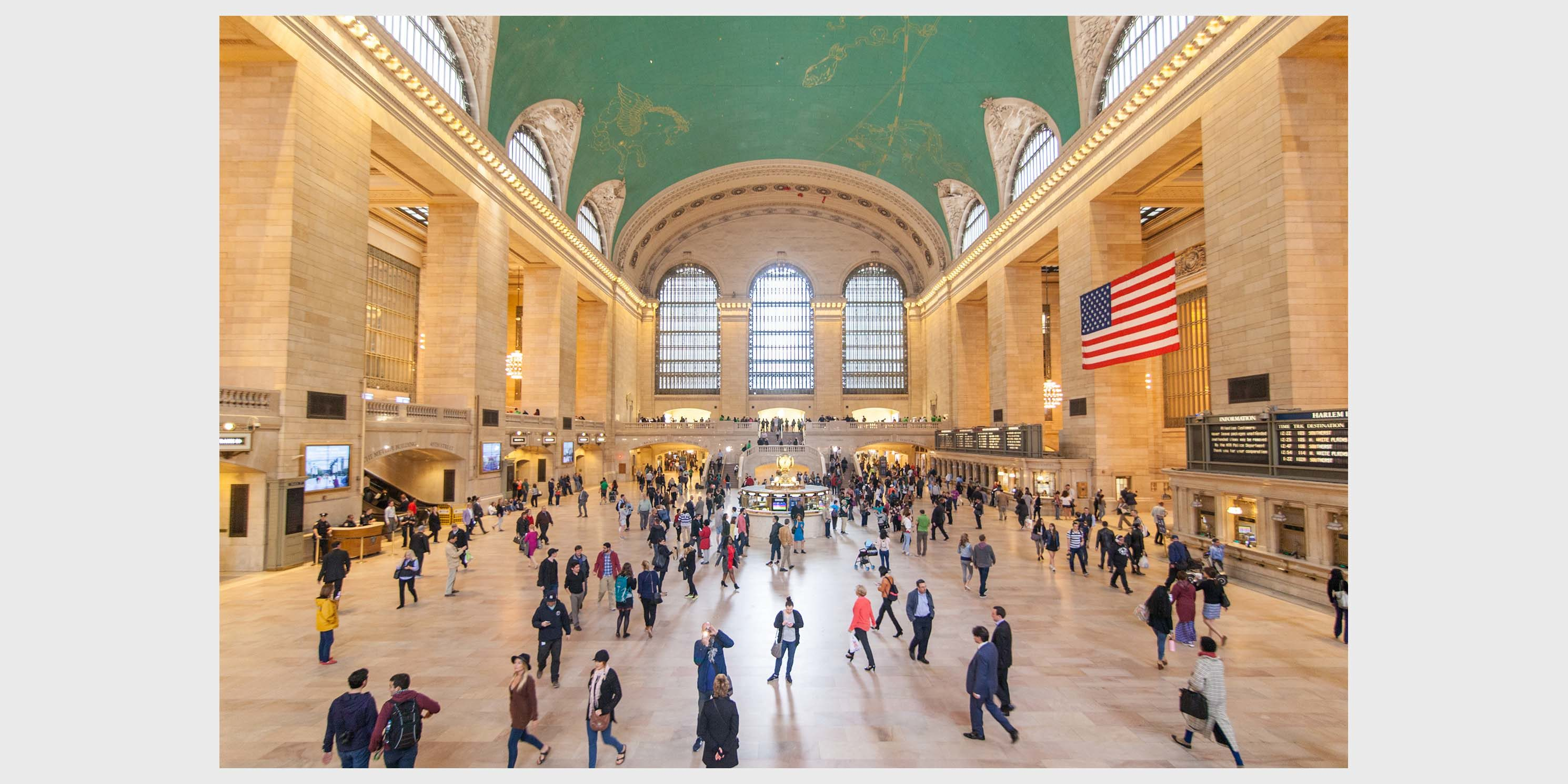 main concourse at Grand Central Terminal busy with passengers
