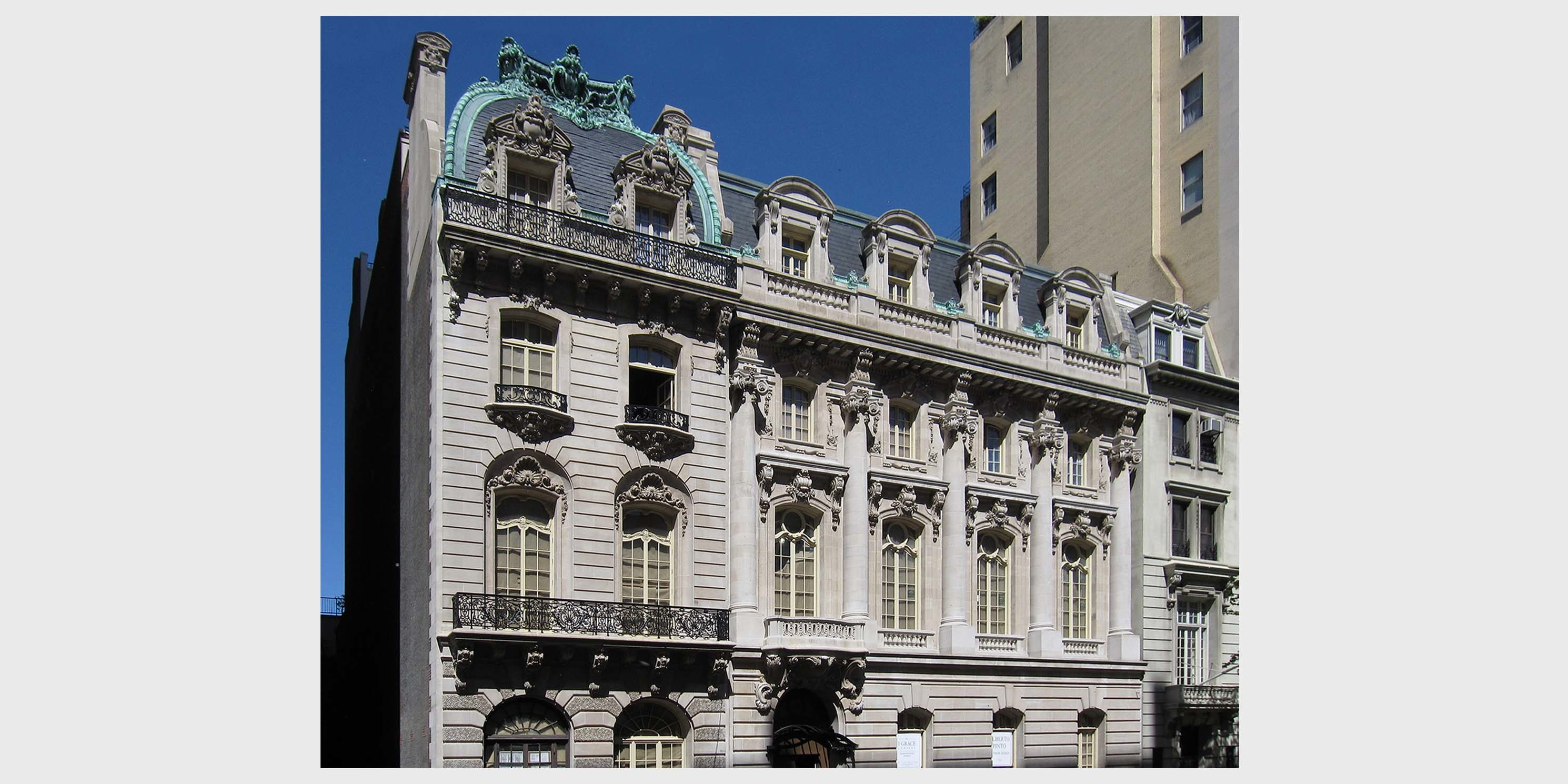 exterior of elegant townhouse at 9 East 72nd Street in Manhattan