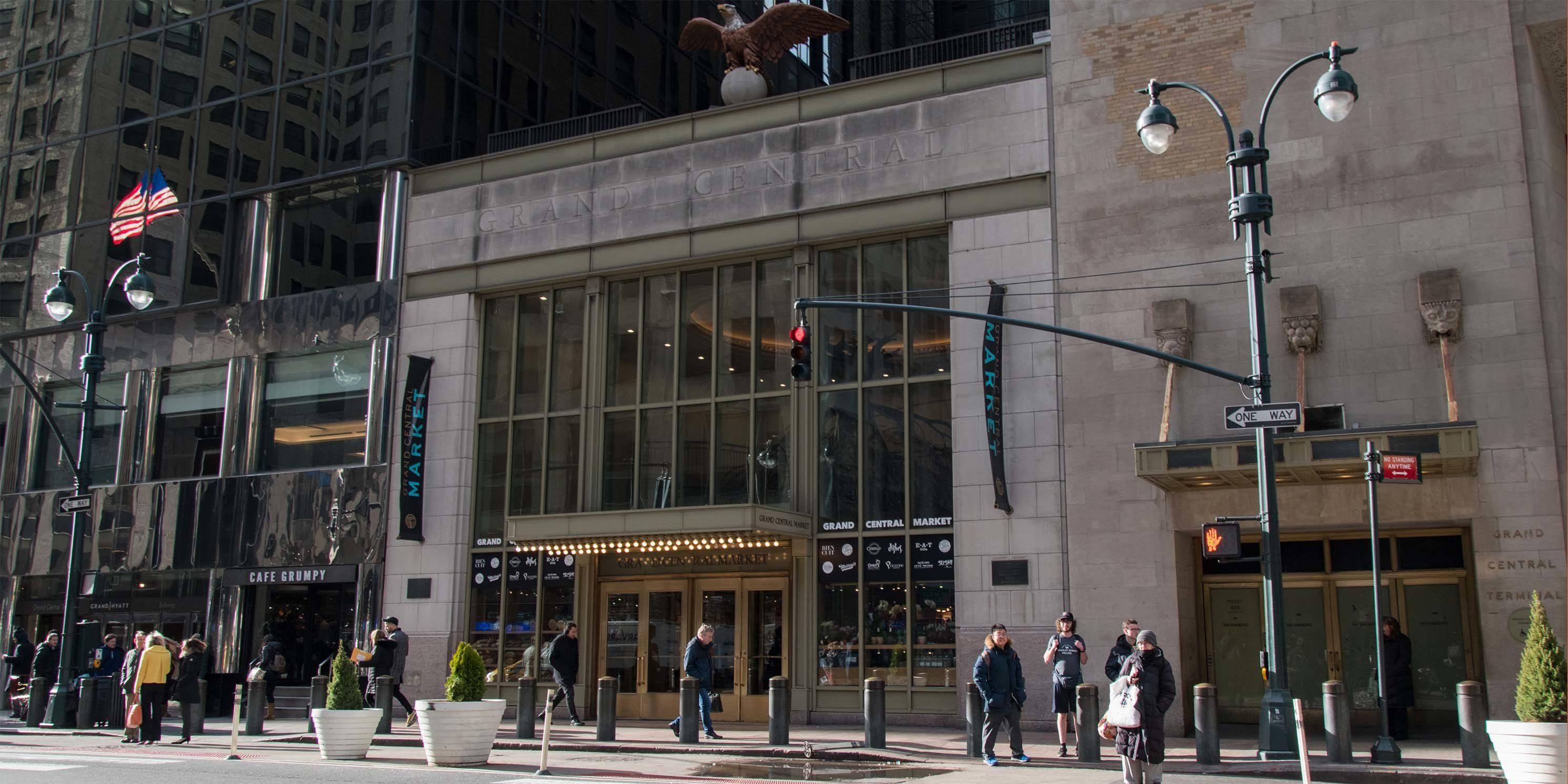 entrances to the Grand Central Market and Graybar Building on Lexington Avenue